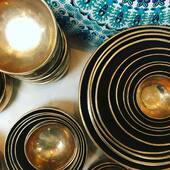 Bols Chantant Tibétain Tibetan Singing Bowls   Nous les avons découvert en 1998 avec un arrivage initial d'une trentaine de bols. Un instrument de méditation à la fois mystérieux et magnifique, nous avons appris les techniques pour les faire chanter, vibrer et résonner.    Aujourd'hui, nous gardons une collection d'au delà de 2000 bols en inventaire en tout moment, avec une circulation annuelle de allant jusqu'à 6000 bols par année.             #orientalmontreal #soundhealing #soundhealersofinstagram #soundmeditation #soundtherapy #healingsounds #sonotherapie #sonotherapy #soundmedicine #holistic #wellness #wellnessjourney #montrealwellnessblogger  #montrealyoga #yogamtl #yoga #yogapractice #wellness #meditation #cangift @cangift @sdquartierlatin @quartierdesspectacles_mtl @shoplocalcanadaca @keepitlocalcanada